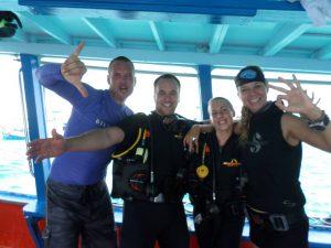 Nederlandse duikinstructeurs Kim & Bastiaan met studenten