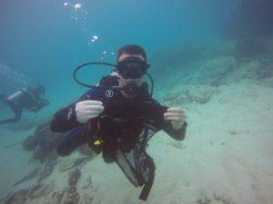 PADI Divemaster Candidate conducts Dive Against Debris