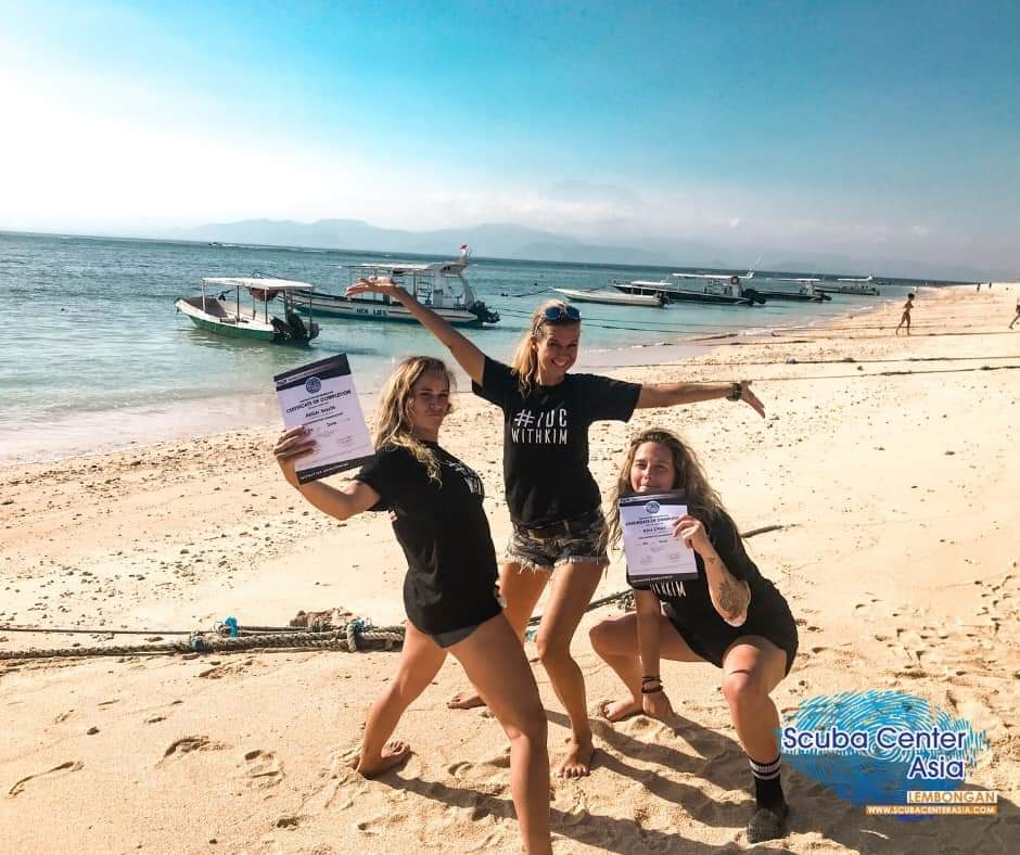 Female course director Kim is hugely successful with her instructor development courses on the island of Nusa Lembongan